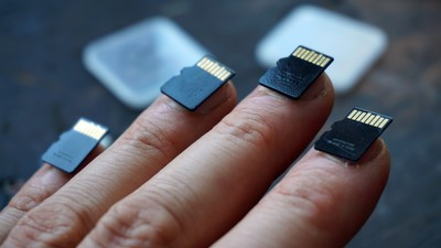 The USB Manicure Puts Data at Your Fingertips