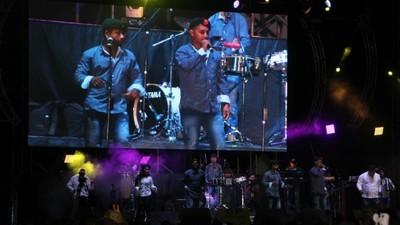Hablamos con el cantante de Los Rebeldes del Sur, la orquesta 'guapachosa' de las FARC