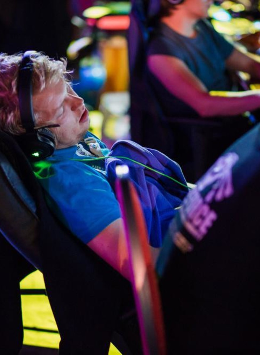Photos of Gamers Napping Through a Massive LAN Party