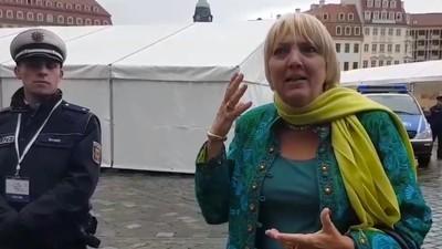 Video zum Tag des deutschen Schreihals: Claudia Roth legt sich mit Pegida-Pöblern an