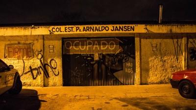 Uma madrugada na 1ª escola ocupada no Paraná contra a reforma do ensino médio