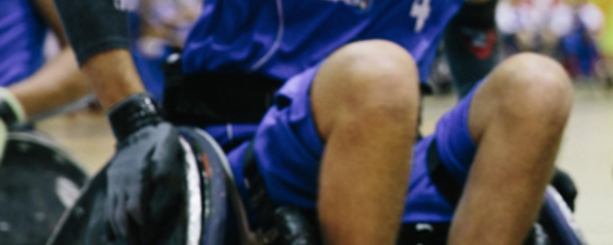 Beim Rollstuhl-Rugby fallen Rollstühle und Stigmata