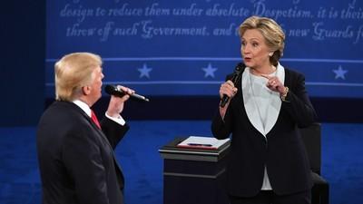 Dieses Trump-Clinton-Duett fasst ihr TV-Duell perfekt zusammen