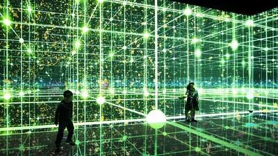 Dank dieser interaktiven Installation stehst du auf einmal mitten im Universum