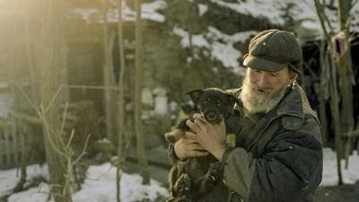 Povestea bărbatului care așteaptă sfârșitul lumii pe un deal din Polonia