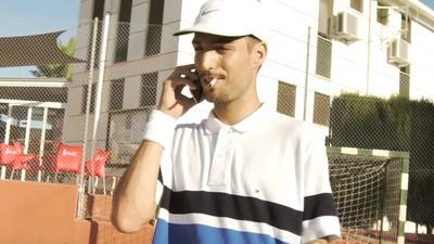 Rels B se junta con Bejo para jugar a tenis en su nuevo vídeo
