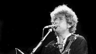 Bob Dylan Is Curving the Hell Out of the Nobel Prize Committee