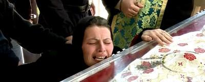 Am copilărit printre exorcizări creștin-ortodoxe şi înţeleg disperarea femeilor de la moaște
