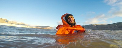 Cum să supraviețuiești în apele înghețate ale Oceanului Arctic