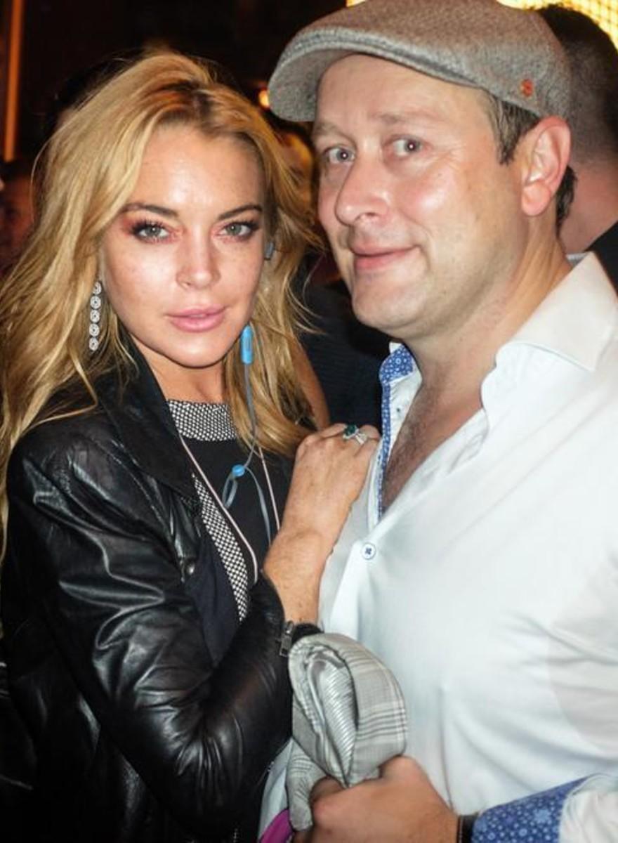 Siamo stati all'apertura del club pro-rifugiati di Lindsay Lohan ad Atene