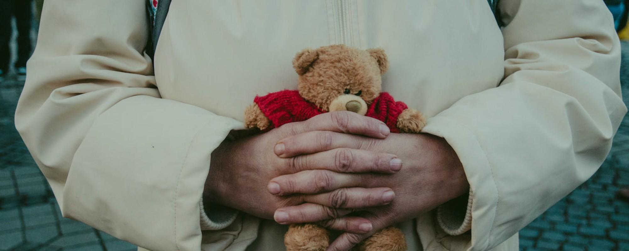 Fotografii cu românii care au ieşit în stradă cu nişte urşi pe care nu-i va ucide nimeni