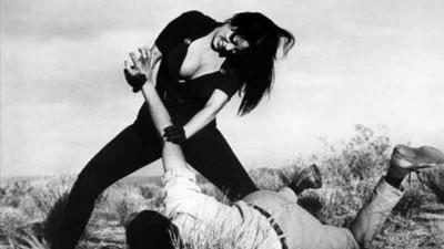 L'actrice de séries B qui a changé l'image de la femme grâce aux arts martiaux