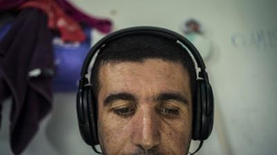 Este tipo está enseñando a refugiados sirios a hacer música electrónica