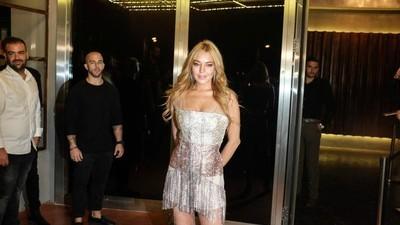 Vi var med til åbningsfesten på Lindsay Lohans nye flygtningevenlige natklub i Athen