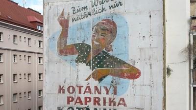 Hinter der Fassade: Freigelegte Plakatwände in Wien