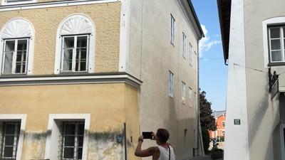"""""""Es ist ja nicht alles schlecht, was Hitler getan hat"""" – ein Besuch in Braunau am Inn"""