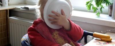 Um Wasser zu sparen: Fast 10 Prozent der Deutschen lecken ihre Teller vor dem Spülen ab