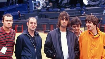 Gli Oasis rifiutarono di partecipare alla colonna sonora di Trainspotting perché pensavano fosse un film sui treni
