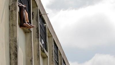 Governo pretende rever situação de 100 mil presos no país