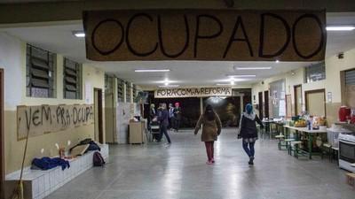 MEC pede a identificação de alunos que ocupam escolas por protesto