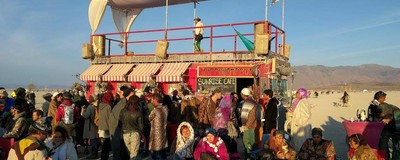 Cum se vede festivalul american cu băutură moca și domuri pentru sex, prin ochii unei românce