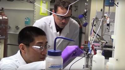 Forscher entdecken durch Zufall, wie sich CO2 in Treibstoff umwandeln lässt