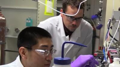 Forscher haben entdeckt, wie sich CO2 in Treibstoff umwandeln lässt