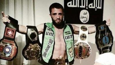 Le champion de muay thaï devenu combattant de Daech