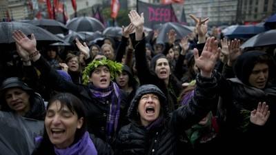 Mulheres da América Latina protestam contra a onda de feminicídio e violência de gênero