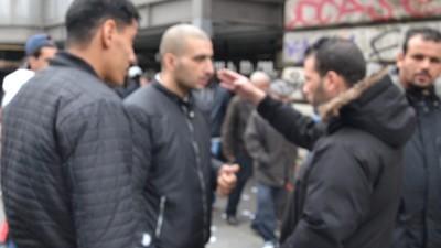 À la rencontre des sans-papiers vendeurs de clopes de Barbès