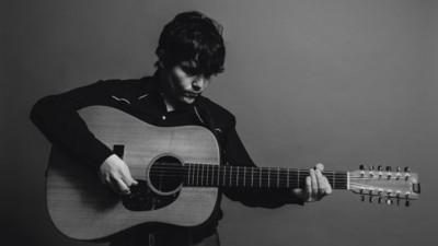 Escucha el nuevo EP de Juan Cirerol: 'En los días de música triste'