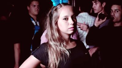 De la pista de baile, al amanecer: fotos de club kids europeos