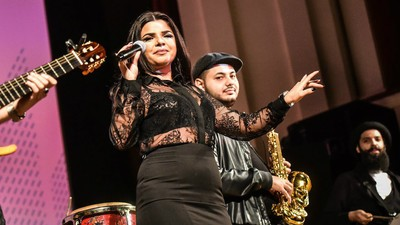 Am vorbit cu o manelistă din România despre cum luptă cu rasismul prin muzică