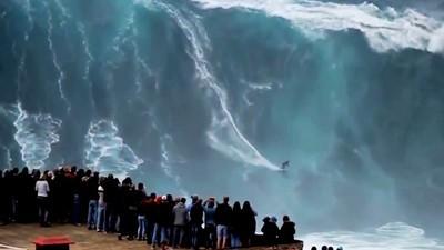 Le mostruose onde di Nazaré si sono risvegliate