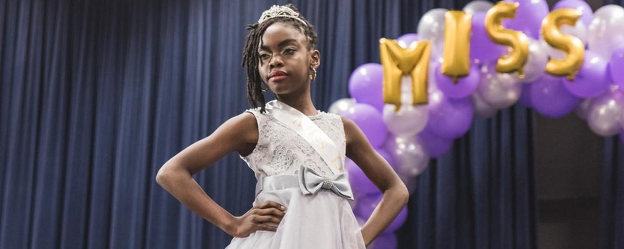 De fraai opgedirkte kandidaatjes van Little Miss Kwakoe 2016
