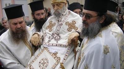 Tienes que ver esta procesión de un sacerdote muerto