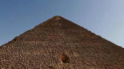Científicos inundan las pirámides de Guiza de partículas subatómicas para revelar sus secretos