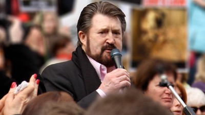 We Asked Derryn Hinch Why He's So Obsessed With Paedophiles