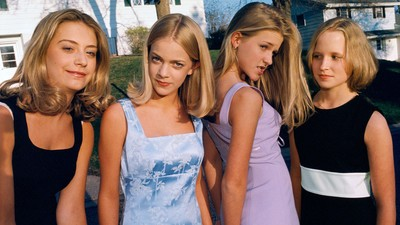 Intimate Portraits of 90s American Girlhood