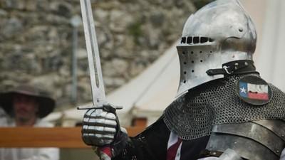 MMA com armaduras medievais e armas afiadas em Portugal