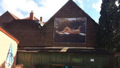 Peni, ani e urina: Bruxelles è stata invasa da murales espliciti