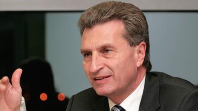 Der Oettinger-Shitstorm erklärt in 10 Tweets