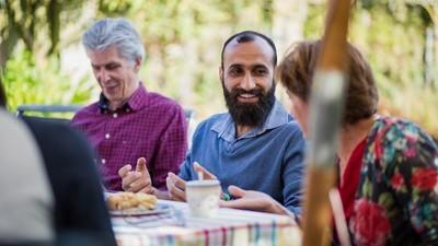 Vluchtelingen en Nederlandse gastgezinnen vertellen hoe het is om samen onder één dak te wonen