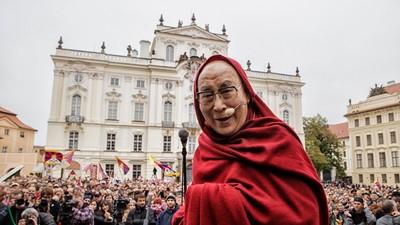Dalajláma v Praze vyzval k využívání obnovitelných zdrojů energie