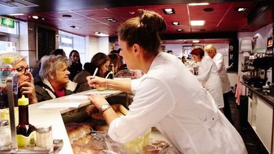 Foto's van vlees, kroketten en de vrouwen van Van Dobben