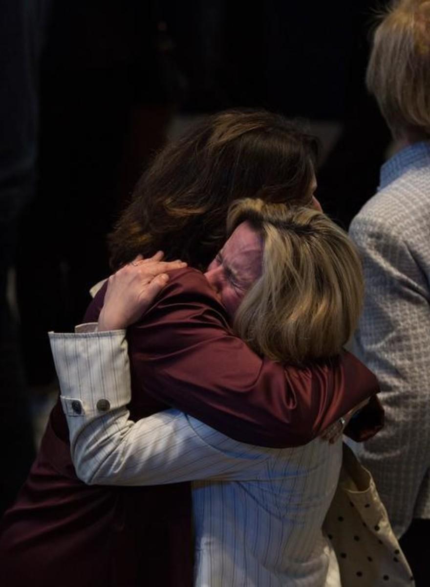 Tristeza e decepção no evento da campanha de Hillary Clinton