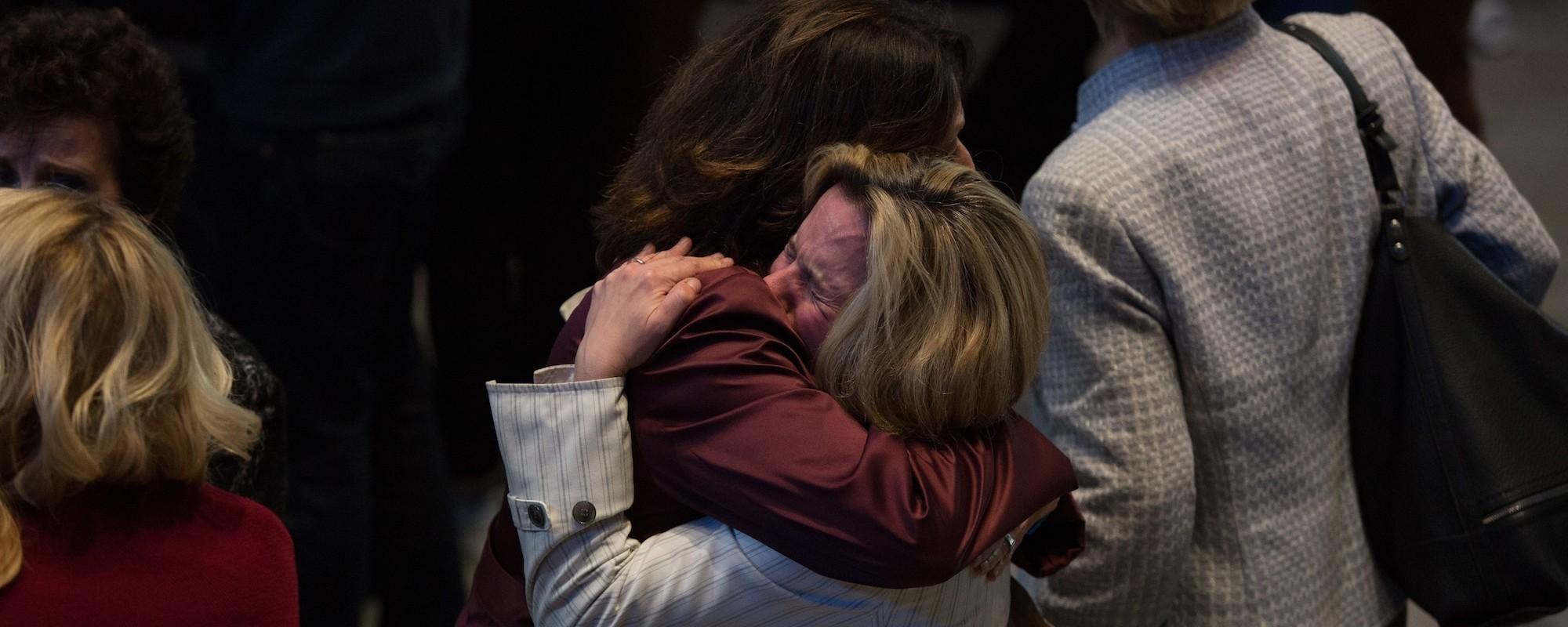 Pesar e dor no evento de Clinton na noite das eleições norte-americanas