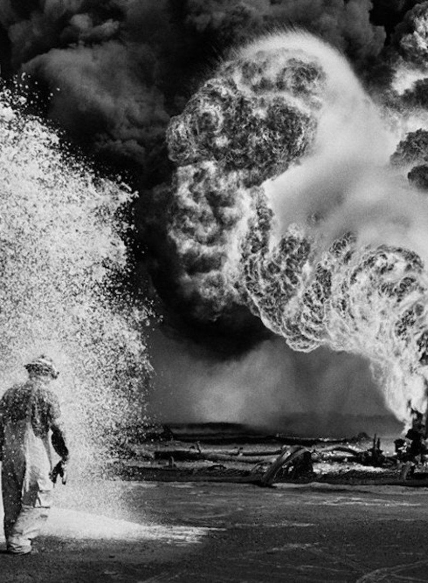 Photos of the Gulf War Fires That Turned Kuwait's Oil Fields into Hell