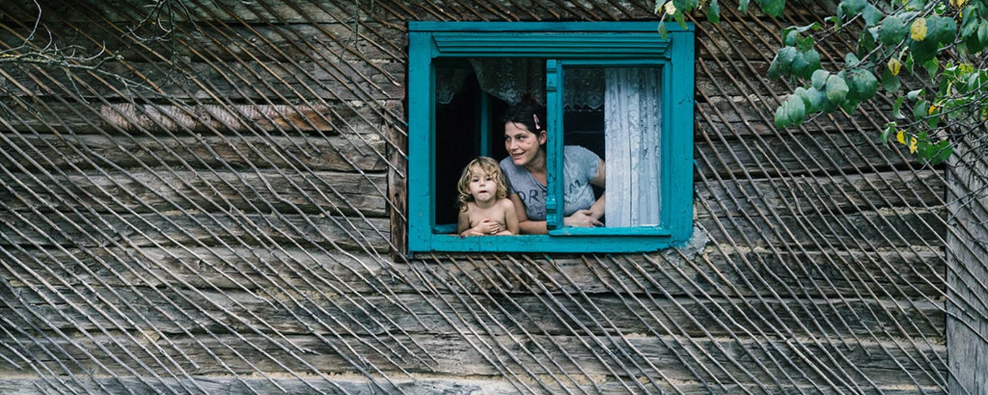 Fotografii din localitatea din România unde cetățenii nu știu dacă-s sârbi sau croați