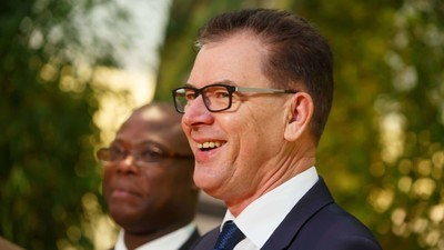 """Video: Entwicklungsminister sagt, Afrikaner verprassen ihr Geld für """"Alkohol, Suff, Drogen und Frauen"""""""